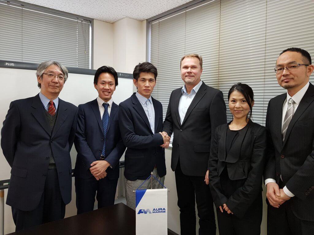 Nihon Digital Governor, Mr. Sosuke Saito shaking hands with Mr. Isto Sakkara